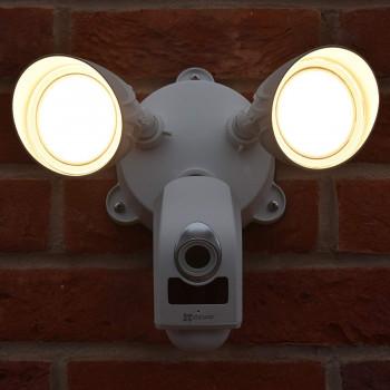 Caméra extérieure avec projecteur LED et sirène - LC1 Ezviz par Hikvision